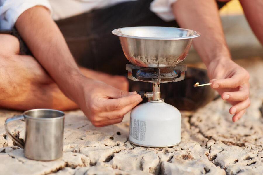 Campingkocher Rezepte: Mit Dosenkäse beim Camping kochen